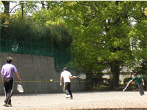 Sports activities surrounded by trees (Nogawa Park)